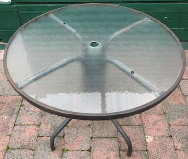 Excellent outdoor glass top round table for sale. Please pick up