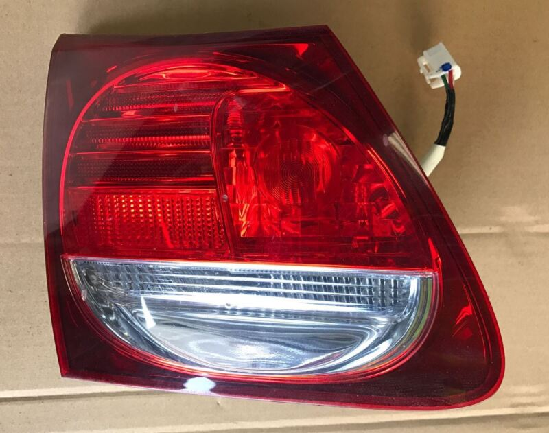 2006-2011 LEXUS GS 450H GS 300 GS 430 O/S/R DRIVER TAILGATE INNER LIGHT