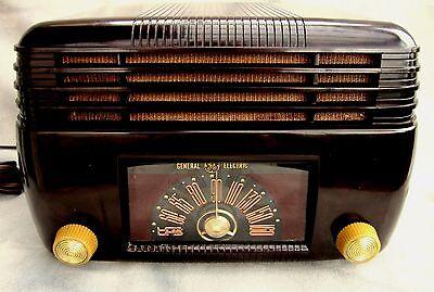 G.E. Bakelite DECO radio original 5 TUBE m-100 ca-1946 Excellent working set!