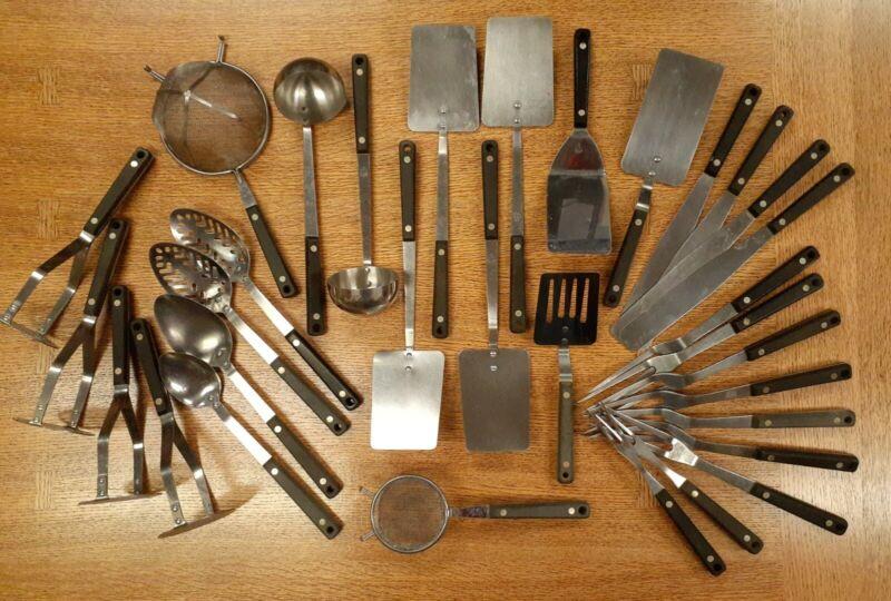 Ecko - Flint Arrowhead Stainless Vanadium Kitchen Utensil Lot - 32 Pieces