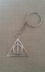 Harry Potter Deathly Hallows Silver Keyring Keychain.. With FREE gift bag!