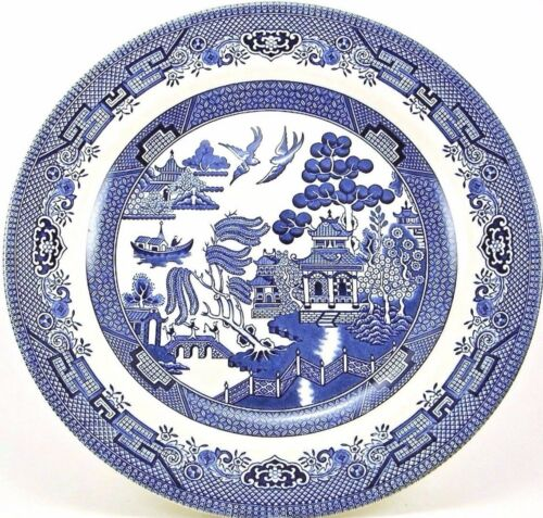 Blue Willow Dinner Plate, 10.25 in Diameter, Excellent condition.