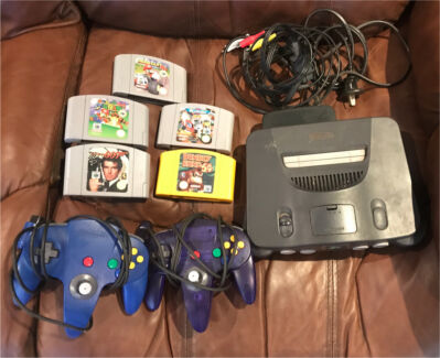 Nintendo 64 Console with 2 controllers and 5 games