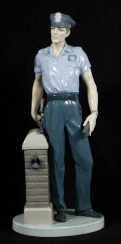 """LLADRO """"ON PATROL"""" 5960  AMERICAN POLICEMAN LARGE, MINT CONDITION, BOX, RETIRED"""