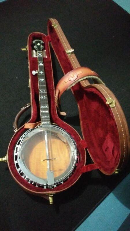 1980 George Washburn B16 vintage Banjo w/ original case and moleskin strap