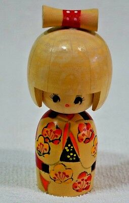 RARE VINTAGE JAPANESE KOKESHI DOLL HAND CARVED AND PAINTED (057)
