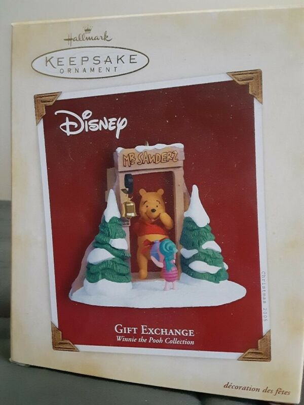 "Disney Hallmark Winnie the Pooh & Piglet ""Gift Exchange"" 2005 Christmas Ornament"