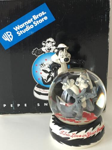 WARNER BROS.  PEPE LE PEW SNOWGLOBE I SEE LOVE IN YOUR FUTURE VALENTINES SKUNK