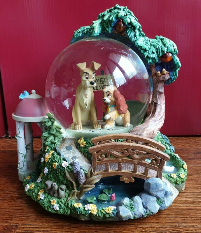 """Disney - Lady and the Tramp """"Belle Note (This is the Night)"""" Light-Up Snow Globe"""