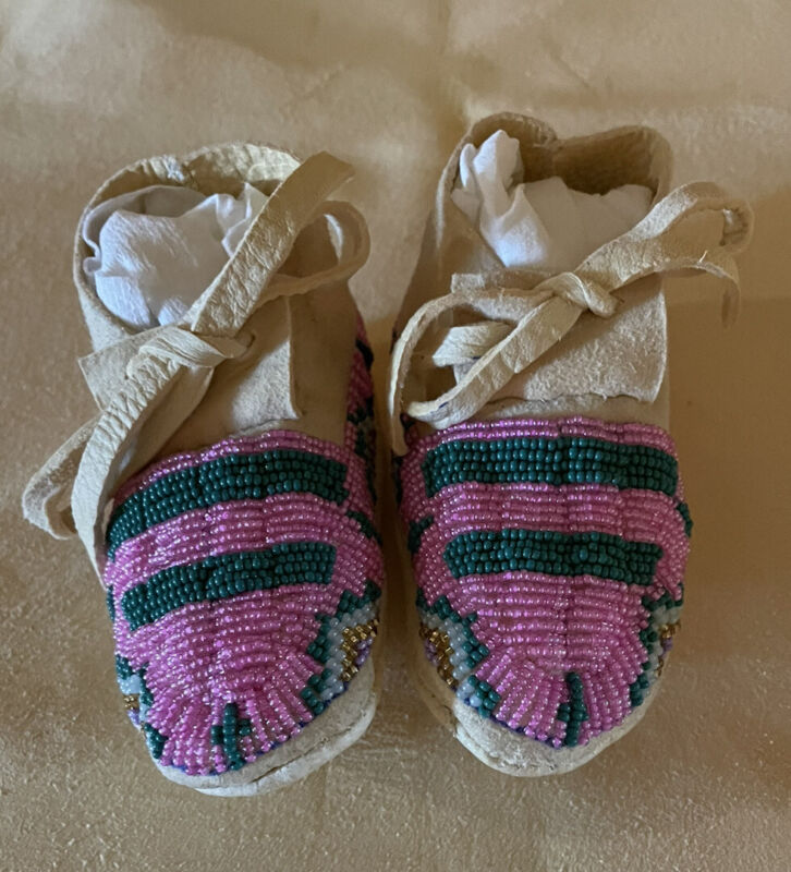 Beautiful New Pair Of New Native American Lakota Sioux Beaded Baby Moccasins