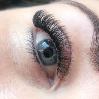 Eyelash extensions in Belmont