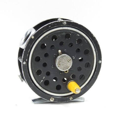1495 Pflueger Medalist Fly Fishing Reel. Round Line Guide. Made in USA.