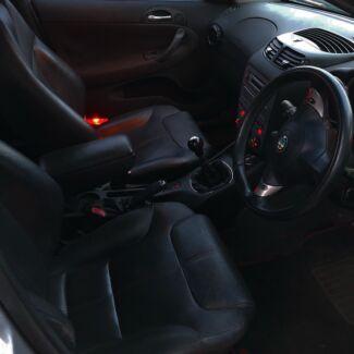 2002 Alfa Romeo 147 & 4x4 Land Rover 2000