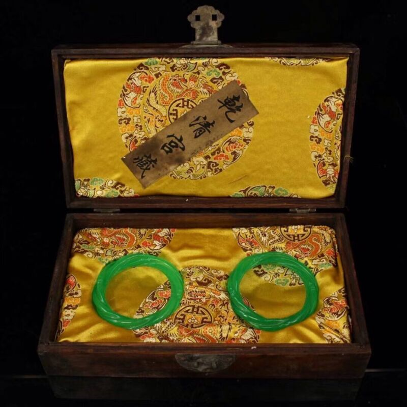 Chinese Qing Dynasty Palace collection Green jade bracelet + Dragon Box