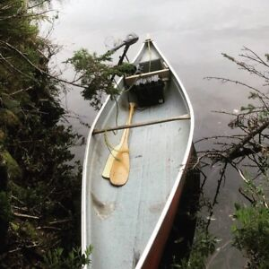 Canoe with brand new 40 lb thrust trolling motor and battery