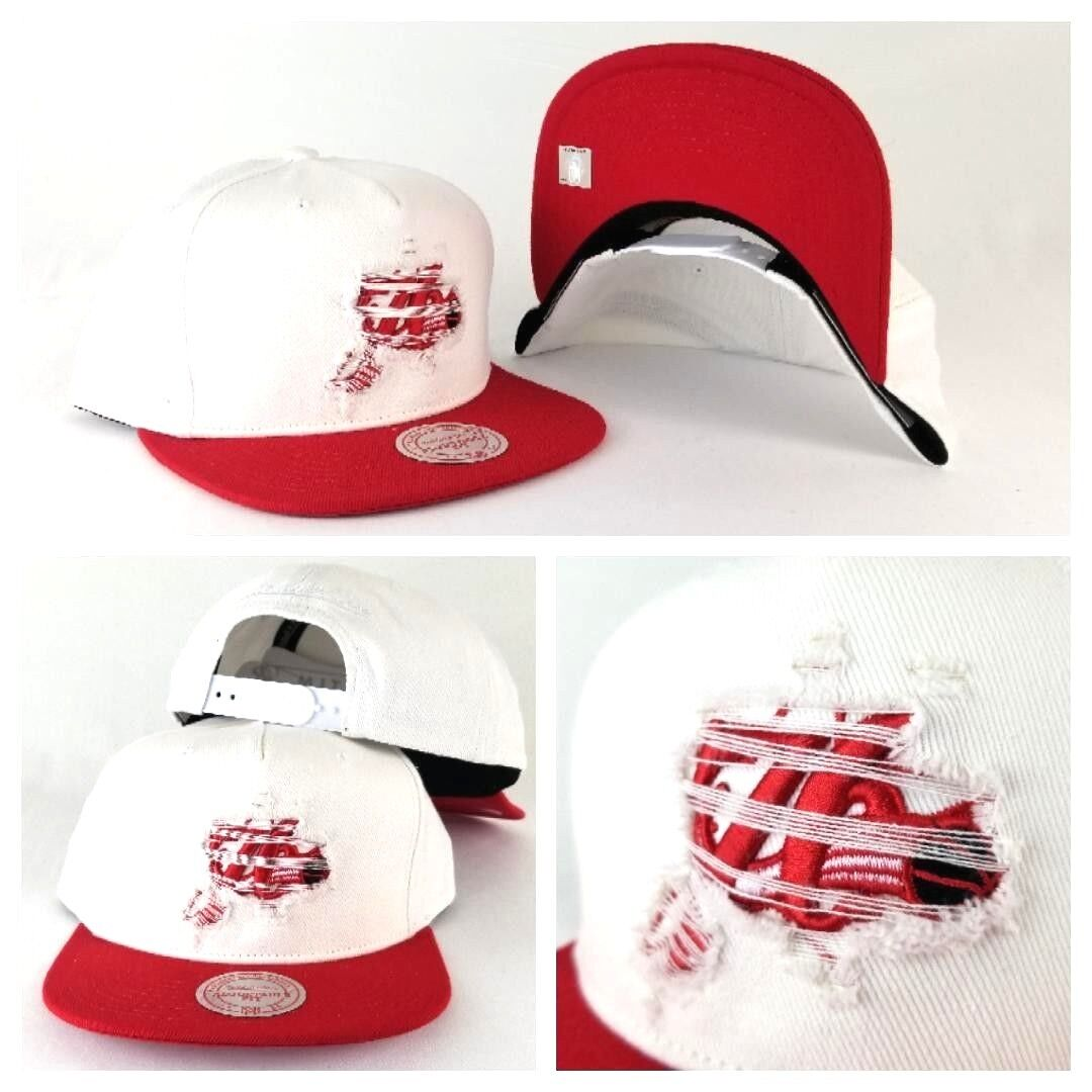 hot sale online 01679 9aaae Details about Mitchell   Ness NBA Philadelphia 76ers White   Red Distressed  Logo snapback Hat