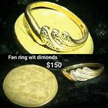 9ct gold fan ring with diamonds Jindalee Wanneroo Area Preview