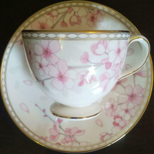 WEDGWOOD Spring Blossom Teacup & Saucer in the Leigh style Fine Bone China DHL