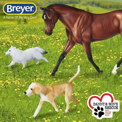 BREYER PROTOCOL HUNTER MODEL HORSE TRADITIONAL 1807 THOROUGHBRED STRAPLESS, DOGS
