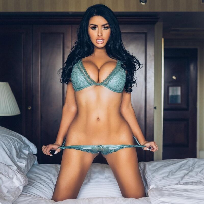 Abigail Ratchford Kneeling On The Bed 8x10 Picture Celebrity Print