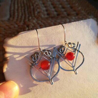 Orecchini celtici con perle in diaspro rosso, fatti a mano