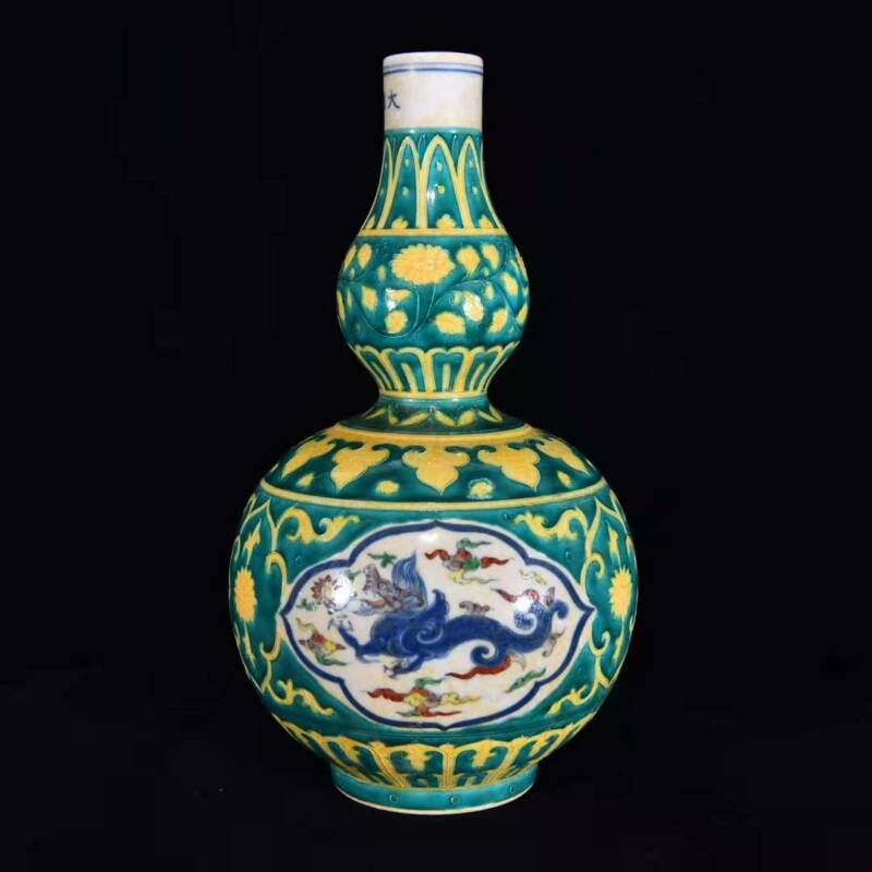 Chinese Color Porcelain Hand-made Exquisite Dragon Vase 6546