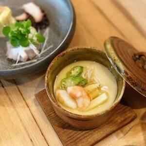 A chef / wait staff / apprentice position @japanese cuisine