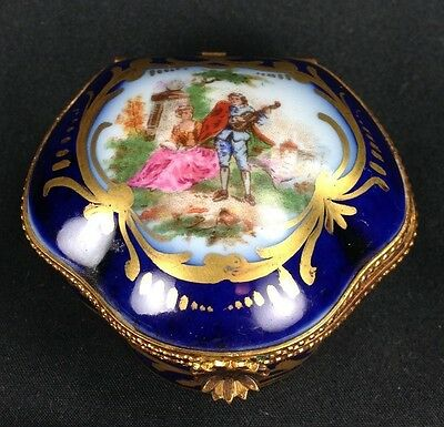 ANTIQUE PORCELAIN SEVRES YOUNG LOVERS BLUE TRINKET BOX