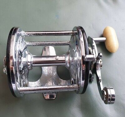 A FINE VINTAGE PENN 160 CASTING REEL IN GOOD USABLE CONDITION