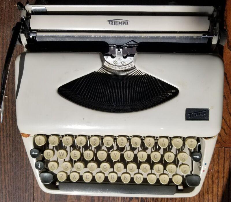 Vintage Adler Tippa 1 Typewriter with Carrying Case Frankfurt Germany--working
