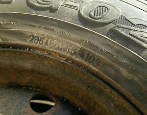 À vendre 4 pneus Toyo Observe 235 / 65R16 103 G0 plus