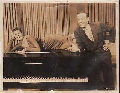 Silk Stockings (1957) 8x10 black & white movie photo #22 ()