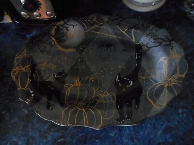 222 FIFTH HALLOWEEN BLACK SCAREDY CAT SERVING PLATTER SPIDER WEBS - NEW - Halloween Platters