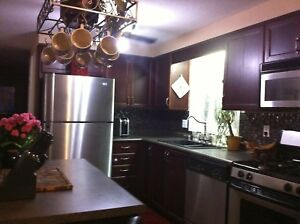 GORGEOUS 5 BED 4 Baths detached house in Laurelwood !!!