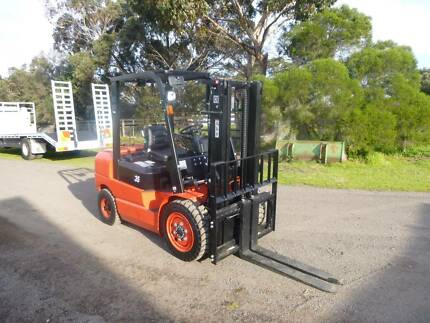 2017 Redlift 3.3ton Forklift (UNUSED)