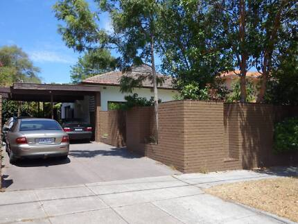 CAULFIELD PARK AT YOUR DOORSTEP - 2 ROOMS AVAILABLE