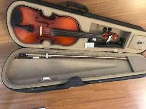 Very new violin 4/4, good for beginers and Medium level players