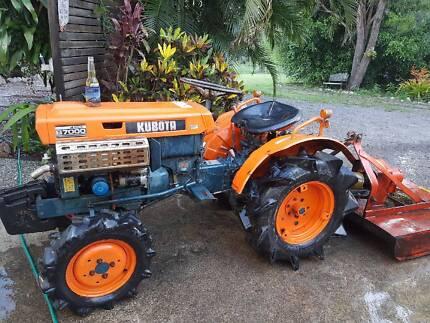 Kubota 4wd tractor- with slasher