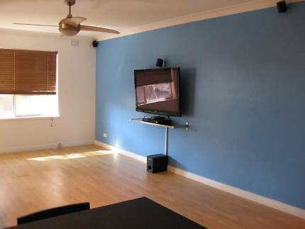 2 BEDROOM UNIT, FOR RENT, FURNISHED $350 PER WEEK AVAILABLE NOW
