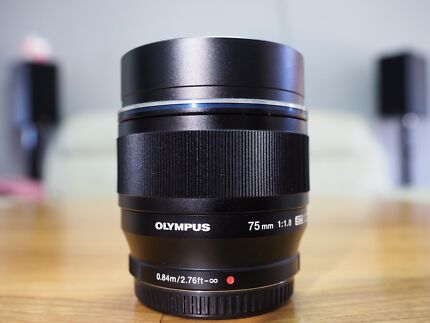 (Brand New Condition) Olympus 75mm f1.8 Lens with Extra Lens Hood