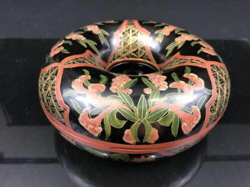 Chinese Lacquer Chao Zhu Jewelry Doughnut Shape Box (朝珠漆盒)