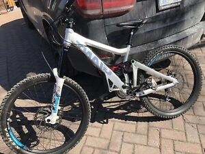 new condition giant glory downhill freeride bike marzocchi