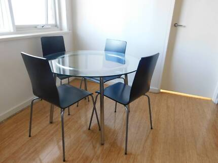 Glass table & 4 dining chairs