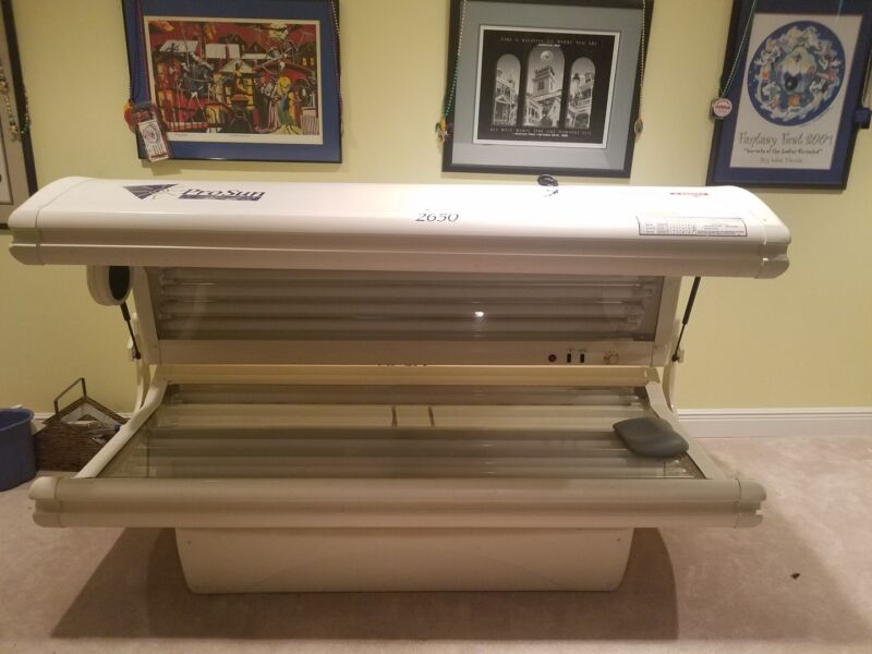 ProSun 2650 Sapphire Professional Tanning Bed & Oils & extra eye protectors