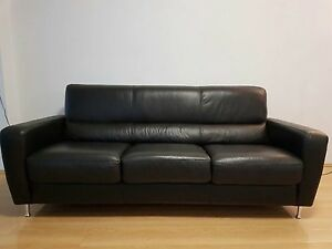 Black leather couch Maroubra Eastern Suburbs Preview
