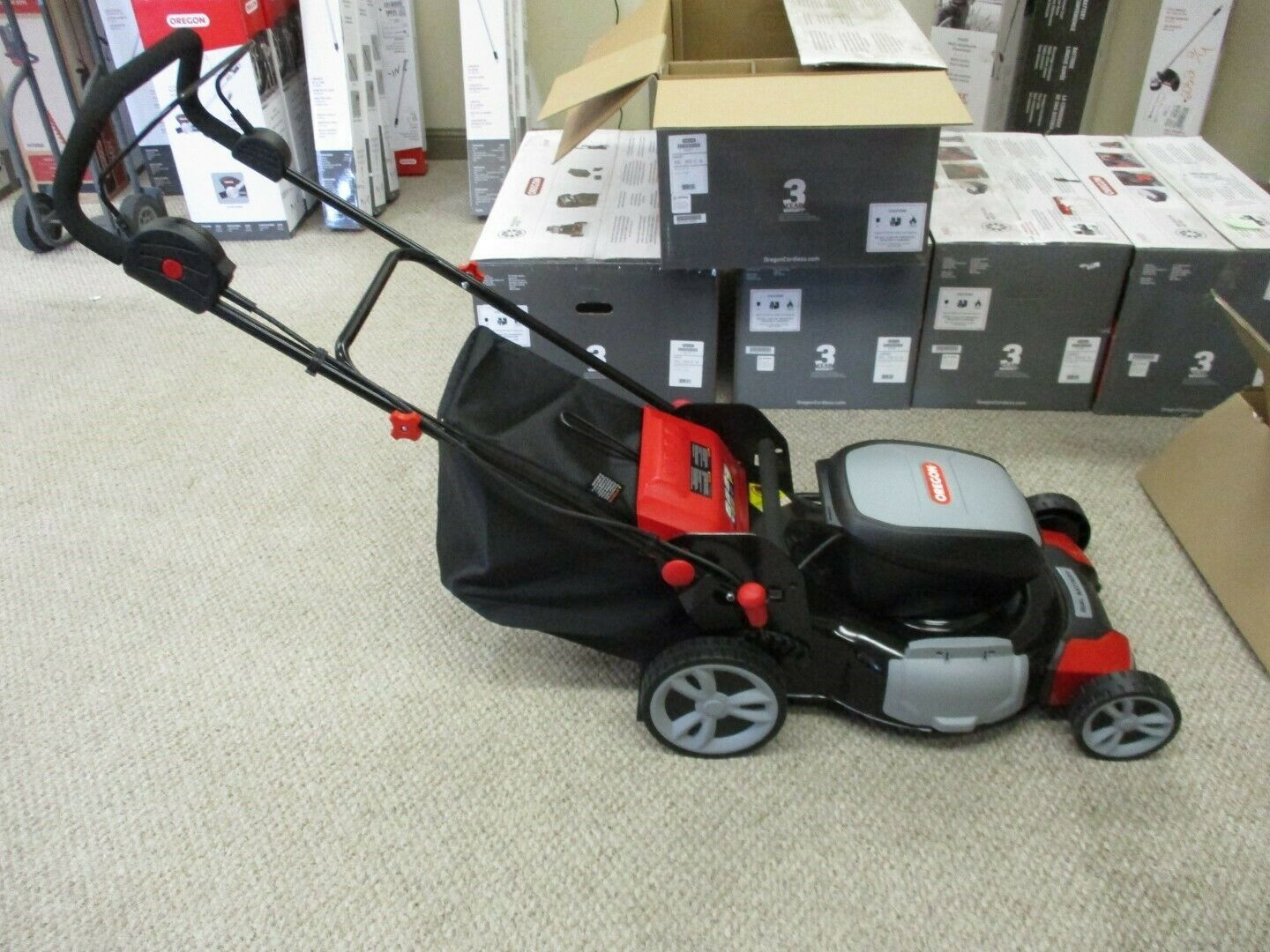 Oregon 591077 LM400 Lawn Mower with two 4.0 Ah Batteries and