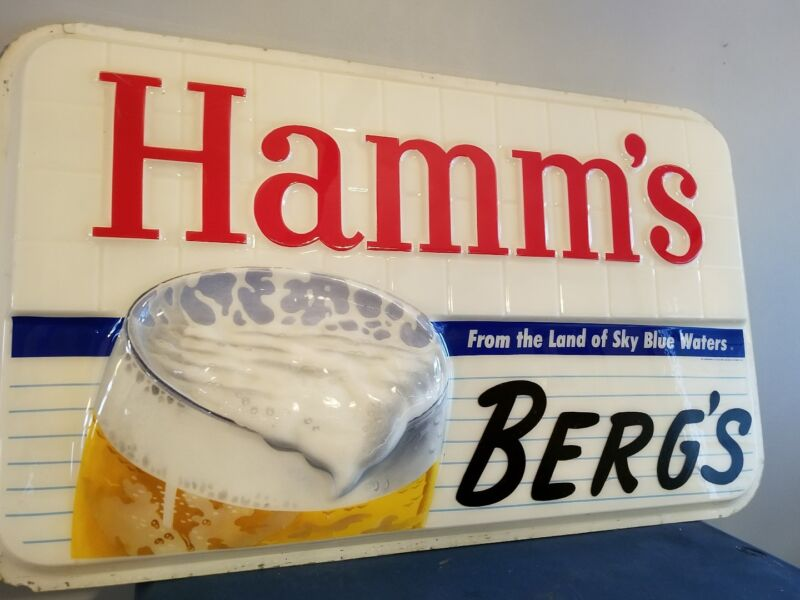 VTG 1950s hamms Beer outdoor plastic light up sign Bergs bar sky blue waters mn