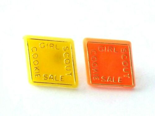 Lot of 2 VTG Girl Scouts Girl Scouts Cookie Sale Plastic Pins Orange Yellow USA