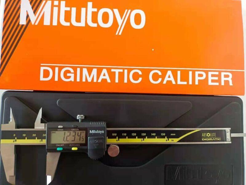 """New Mitutoyo 0-6"""" / 0-150mm ABSOLUTE digital caliper 500-196-30"""