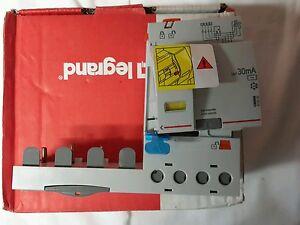 DIFFÉRENTIEL LEGRAND DX3 BDA 4P 63A AC 30MA TGA - France - État : Neuf: Objet neuf et intact, n'ayant jamais servi, non ouvert, vendu dans son emballage d'origine (lorsqu'il y en a un). L'emballage doit tre le mme que celui de l'objet vendu en magasin, sauf si l'objet a été emballé par le fabricant d - France